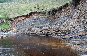 Earth's history recorded in sedimentary stratifications